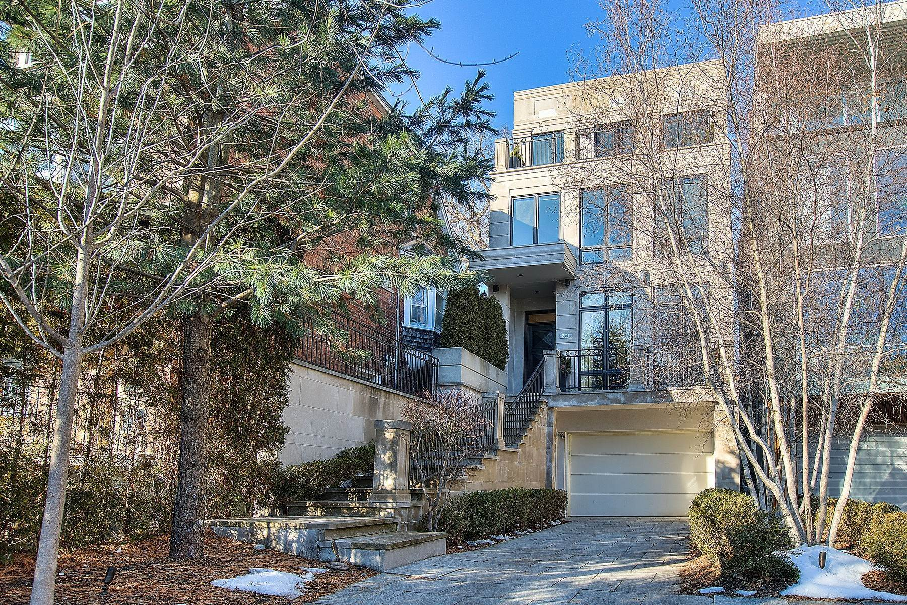 Single Family Homes per Vendita alle ore Sophisticated and Versatile 20B Woodlawn Ave W, Toronto, Ontario, M4V 1G7 Canada