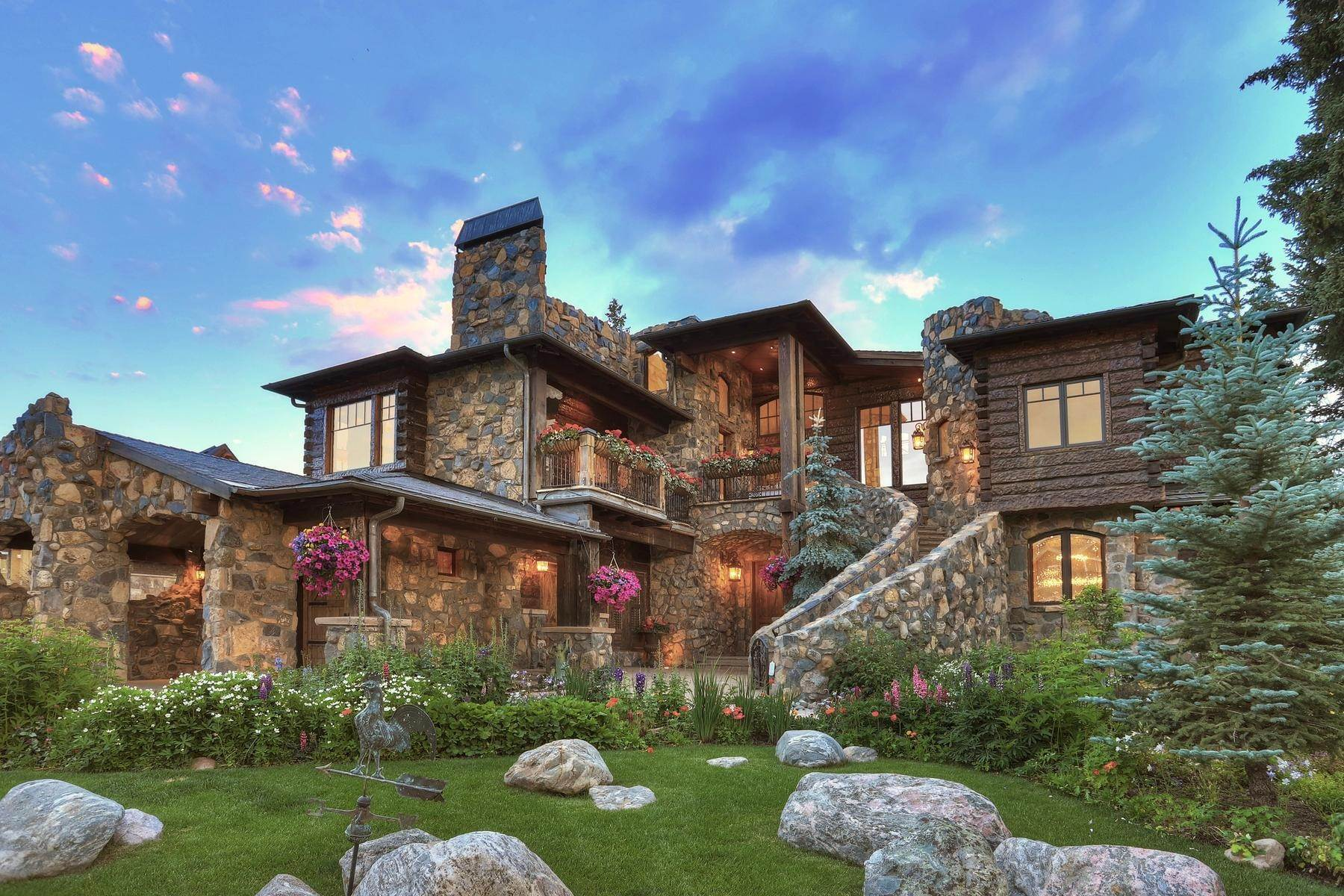 Single Family Homes pour l Vente à Castle on The Blue 165 River Park Drive, Breckenridge, Colorado, 80424 États-Unis