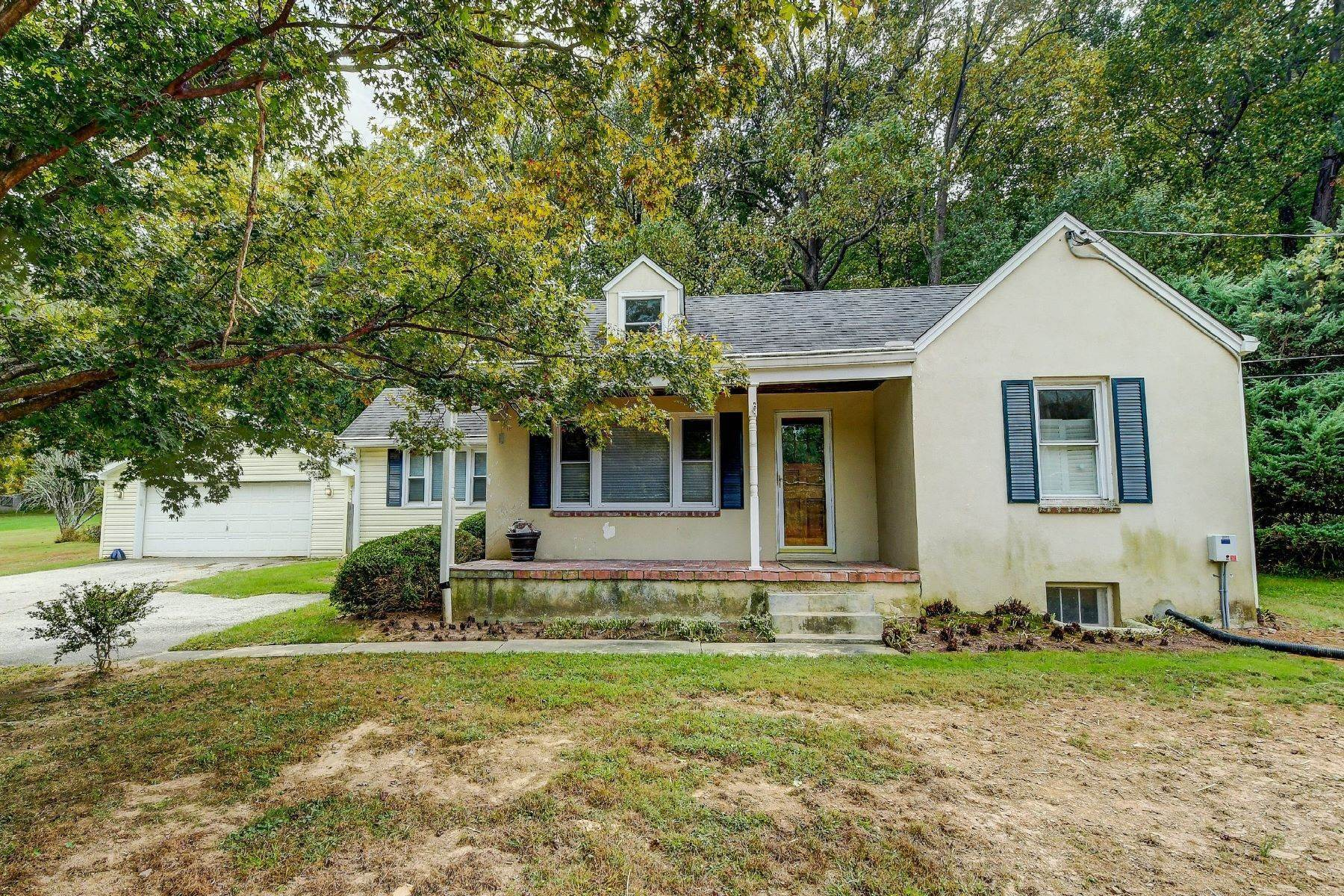 Single Family Homes for Sale at Hunt Valley Cape Cod 1505 Shawan Road, Cockeysville, Maryland, 21030 United States