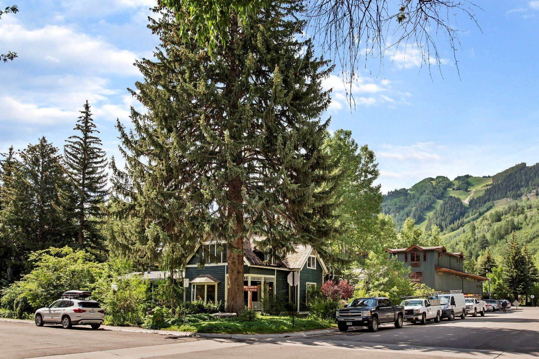 Single Family Homes für Verkauf beim Coveted West End Location 233 W Bleeker Street, West End, Aspen, Colorado, 81611 Vereinigte Staaten