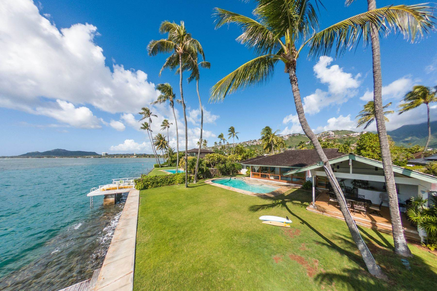 Single Family Homes per Vendita alle ore Ocean Front Haven 202 Wailupe Circle, Wailupe Area, Honolulu, Hawaii, 96821 Stati Uniti