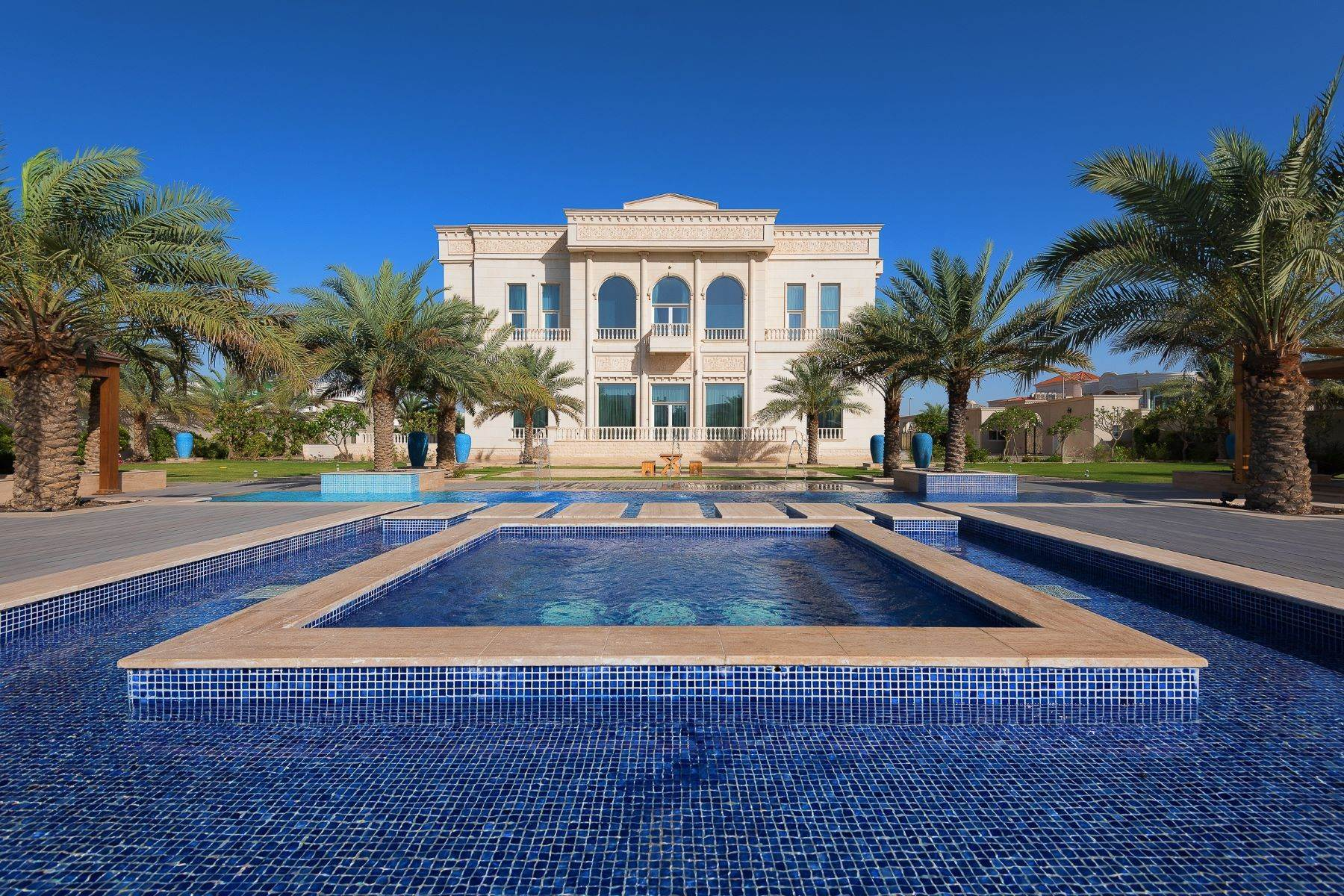 Single Family Homes for Sale at Ultra luxurious Jumeirah Palace villa Dubai, United Arab Emirates