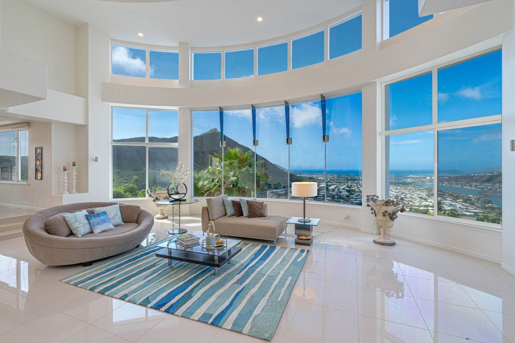 Single Family Homes per Vendita alle ore Single Family Home, Hawaii Kai, Diamond Head Views, Ocean Views 114 Hanohano Place, Honolulu, Hawaii, 96825 Stati Uniti
