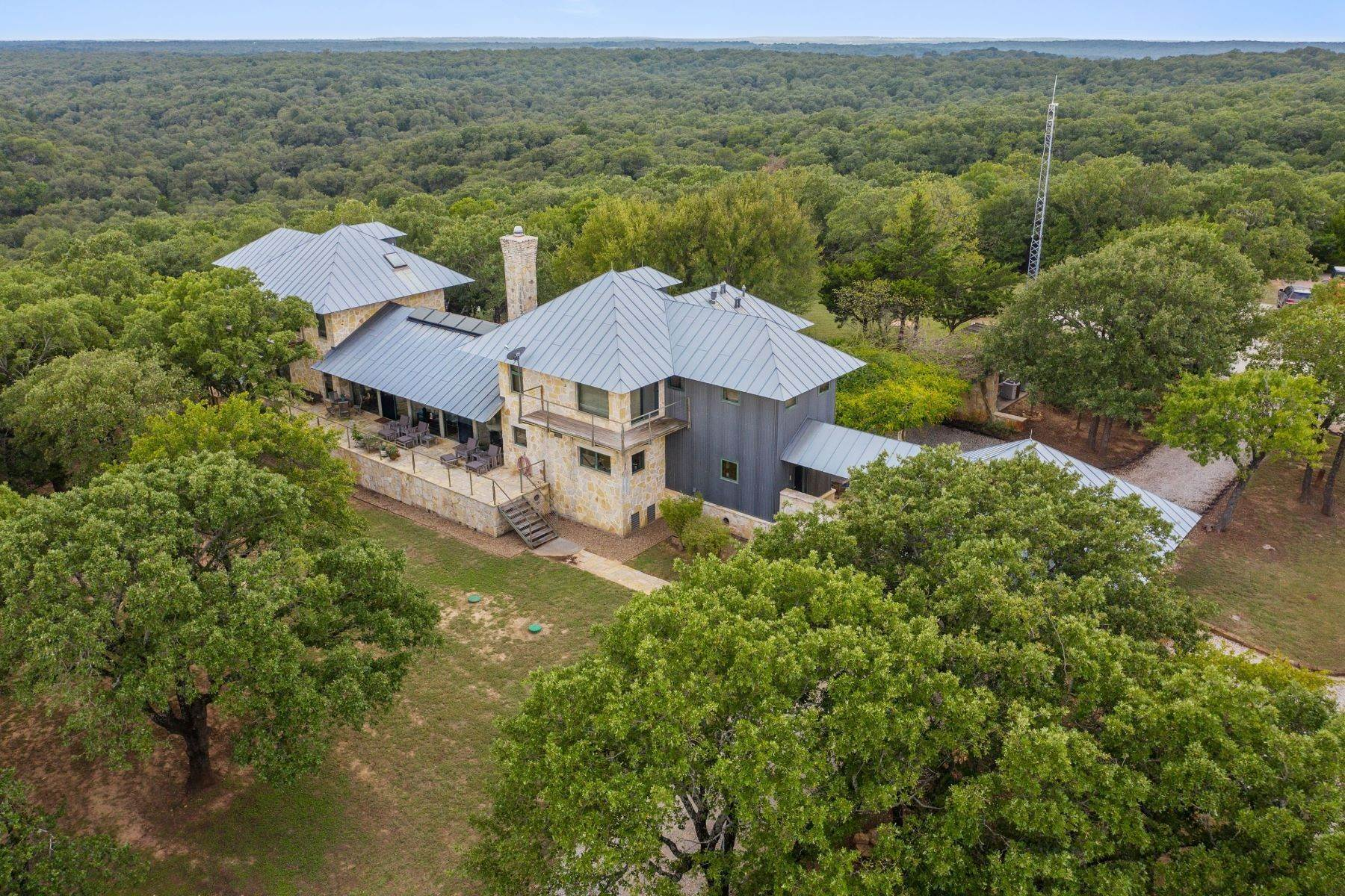 Property pour l Vente à The Woods Ranch 3,048+/- Acres 1641 FM 2953, Saint Jo, Texas, 76265 États-Unis