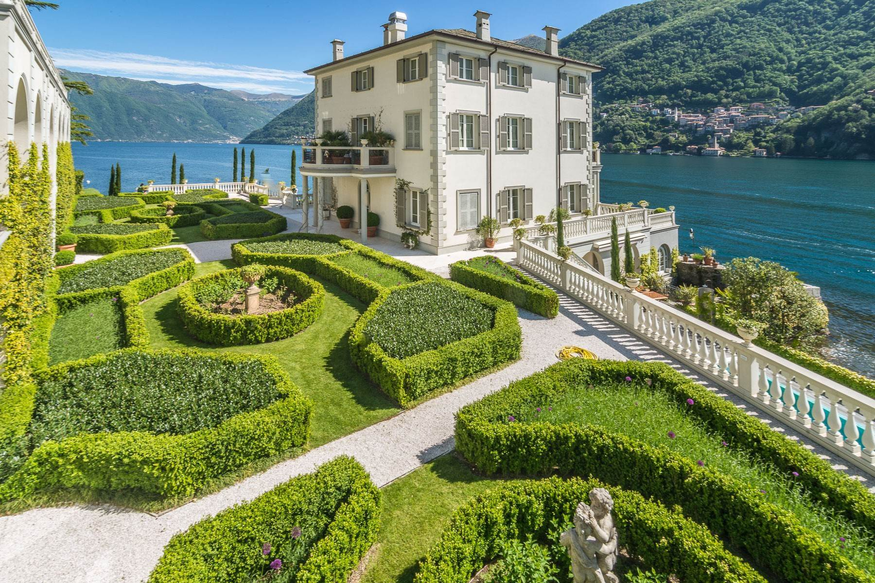 Other Residential Homes のために 売買 アット Gorgeous lakefront trophy estate Laglio, Como, イタリア