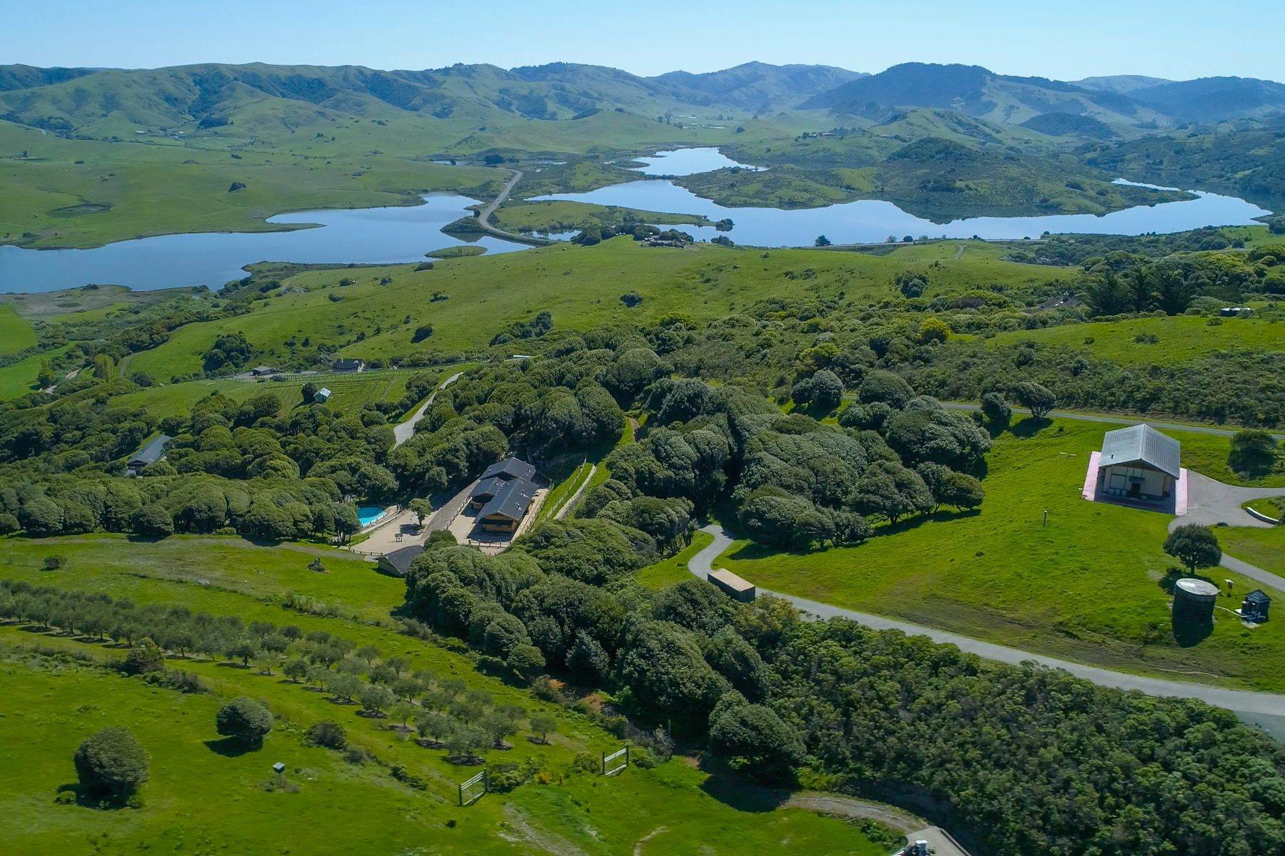 2. Single Family Homes à 333-345 Willow Road, Nicasio, Californie, 94946 États-Unis