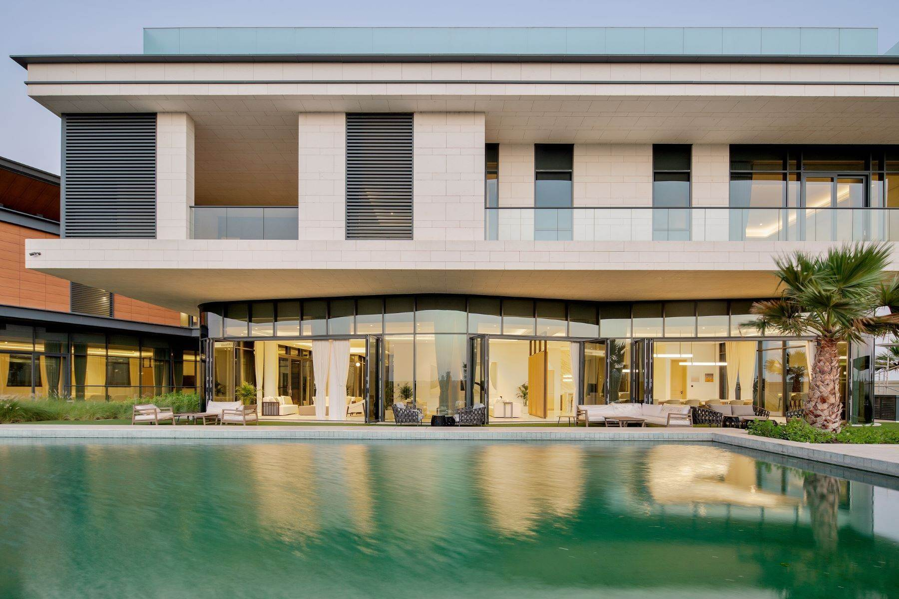 Other Residential Homes pour l Vente à Luxury Modern Mansion Beautiful Sunset & Golf Course Views Dubai, Émirats Arabes Unis