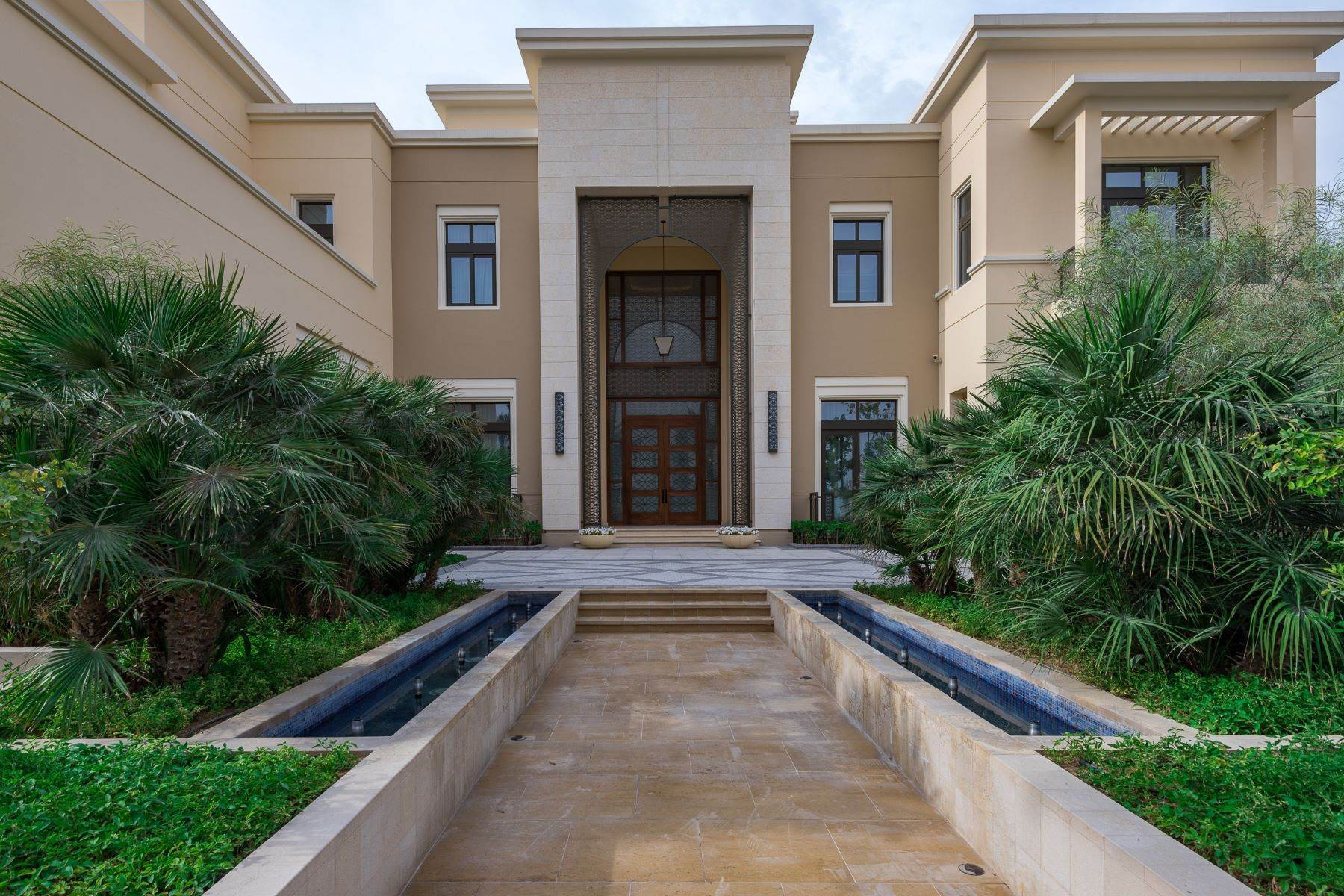 Other Residential Homes pour l Vente à FULLY FURNISHED MOST EXCLUSIVE MANSION Dubai, Émirats Arabes Unis